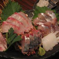 吟吟 - 鮮度抜群の地魚のお刺身は、岩塩をすってお召し上がりください。