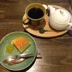喫茶あと - チーズケーキとたんぽぽコーヒー(セットで800円)