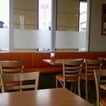 モスバーガー - テーブル席東側