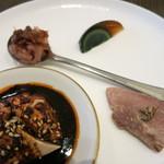 中華 本田 - よだれ鶏のバンバンジー、桜エビのXO醤、ピータン