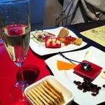 欧風酒場ケンジ - 前菜と、チーズ盛り合わせ