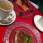欧風酒場ケンジ - チーズケーキとティラミス