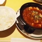 黄老 - 麻婆豆腐 には ご飯でしょう