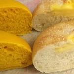 ひと粒の麦 - 左:カボチャ ¥180  右:チーズ  ¥260
