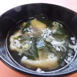 華楽 - ワカメと揚げのみそ汁