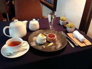 AO - ケーキと紅茶