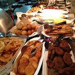 KurumeriaARK - お料理は約160種類だそうです。食べられなかった洋食類と揚げ物各種。
