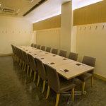 鳥料理 有明 - テーブルを繋げると最大24名様のご宴会が可能です
