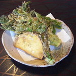 もりき - たらの芽と薩摩芋の天ぷら (店主からの差し入れです)