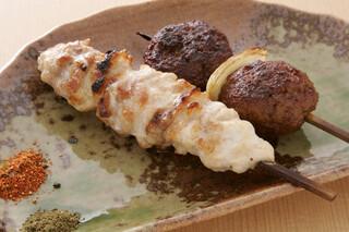 鳥料理 有明 - コース一例 軍鶏焼鶏 身の締まった正肉とふわふわつくねです