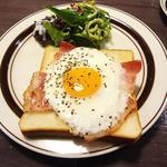 珈琲新鮮館 - モーニングサービスのベーコンエッグトースト