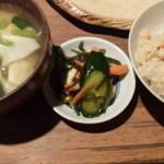 ろばた焼 童子 - 竹の子ご飯とお味噌汁と漬け物