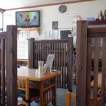 山六食堂 - テーブル席(反対側には小上がり席もありました)