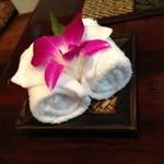 ライカノ - おしぼりに花が添えてある