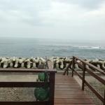IO・ARIS いぶし屋 - 店内から見える海