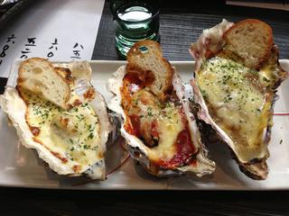 かき左右衛門 - 牡蠣のオーブン焼き三種盛り(トマト・カレー・ロックフェラー)