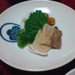 1877938 - 小菜(はもの湯引き、鯨のベーコン・さえずり)