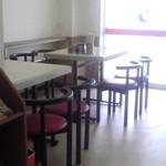らーめん爐 - テーブル席