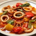 スリランカ料理 ラサハラ - イカデビル700円 イカのピリ辛野菜炒め