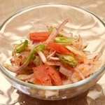 スリランカ料理 ラサハラ - 鬼オンサラダ400円 玉ねぎと唐辛子のサラダ