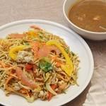 スリランカ料理 ラサハラ - フライドヌードル800円 スリランカ焼そばのカレー付