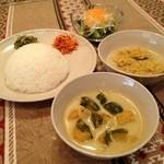 スリランカ料理 ラサハラ - ベジタリアンセット800円(ランチ) 野菜と豆カレーのセット