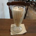 トワモワカフェ - アイスチャイミルク