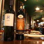 アクア ヴィーノ - ソムリエおすすめのワイン多種ご用意しております。