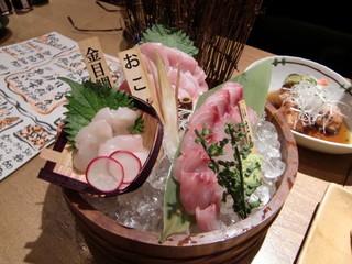 魚米 新宿店 - おこぜ、キンメ、イサキの刺身