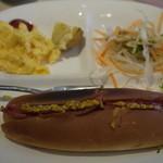 プリンセス ロード - 料理写真:サービスモーニングセット(ホットドック)350円