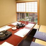 美々卯 - 掘りごたつ式の個室