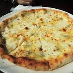 アンディアモ - 4種のチーズのピッツァ
