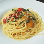 アンディアモ - アンチョビと二色ピーマンのオイルスパゲッティー