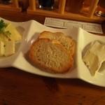 ザ セカンド バイン - 本日の特選チーズ盛り合わせ3種類(ウォッシュ、ハラペーニョ、ブリー)