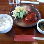 古月堂 - ハンバーグ定食(730円)。