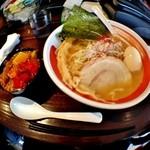 やったります!! - 醤油ラーメン+ミニカレーセット(麺硬め、味玉トッピング)