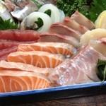 ふる里 - マグロ、サーモン、ハマチ、鯛、イカ、鰺、サザエ。