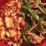 玉仙楼 - 麻婆豆腐と青椒肉絲の2色丼