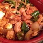 玉仙楼 - 麻婆豆腐と青椒肉絲、鶏肉とピーマンの炒め