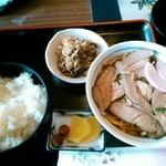 うめ繁 - 沖縄そば定食¥630
