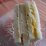 日進堂 - ちょっとパサッとしてる懐かし系のサンドイッチ
