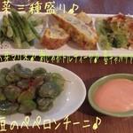 18797810 - 前菜三種盛り(680円)と天豆のペペロンチーニ(380円)♪