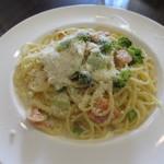 ボンボンカフェ - 旬野菜とサーモンのクリームソース