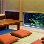 そば処 田中屋 - お座敷、カウンター席からは出雲大社参道を眺めながらお食事を。