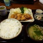 とんかつ錦 - 生姜焼き定食全容。
