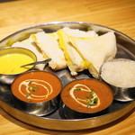 ビニタ - 料理写真:2013.5 セットのシュリンプカリー、マトンカレー、チーズナンなど