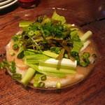 ビアレストラン アリーブ - 生タコと葉わさびのカルパッチョ