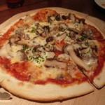 ビアレストラン アリーブ - サルシッチャとキノコのピザM