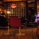 カフェ&ダイニング SLOW - ミッドセンチュリーのファニチャーを中心のとても雰囲気の良いお店