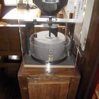 国分寺そば - 石臼製粉機